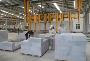 Xử lý tro xỉ làm nguyên liệu sản xuất VLXD: Cần có cơ chế, chính sách cụ thể hơn